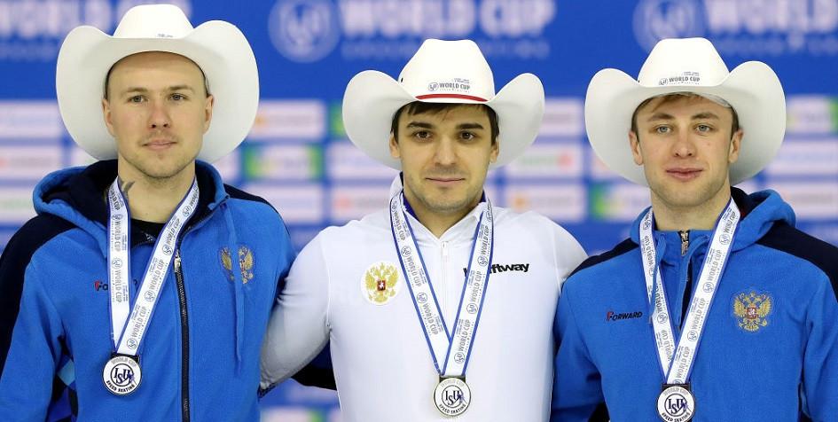 Конькобежцы сборной России Павел Кулижников, Руслае Мурашов и Виктор Муштаков (слева направо)
