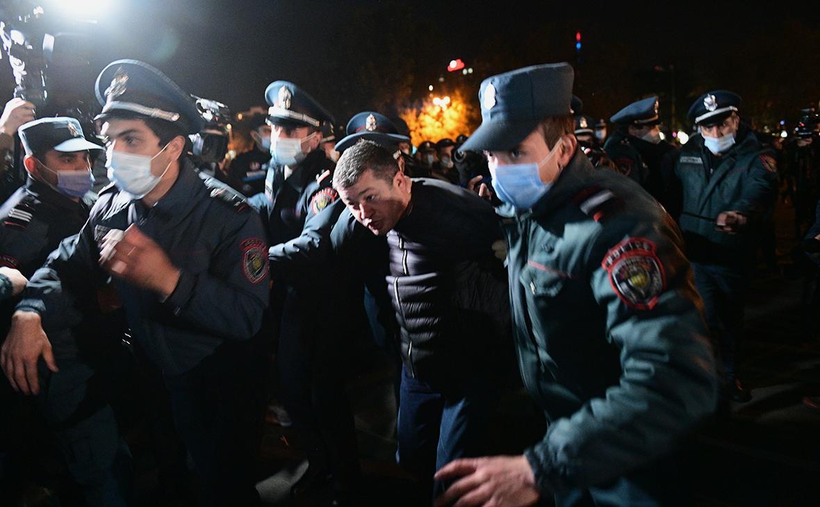 В Ереване продолжились акции протеста против соглашения по Карабаху