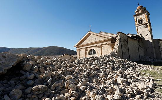 Частично разрушенная церковь Святого Антония в комуннеНорча, Италия. 30октября 2016 года