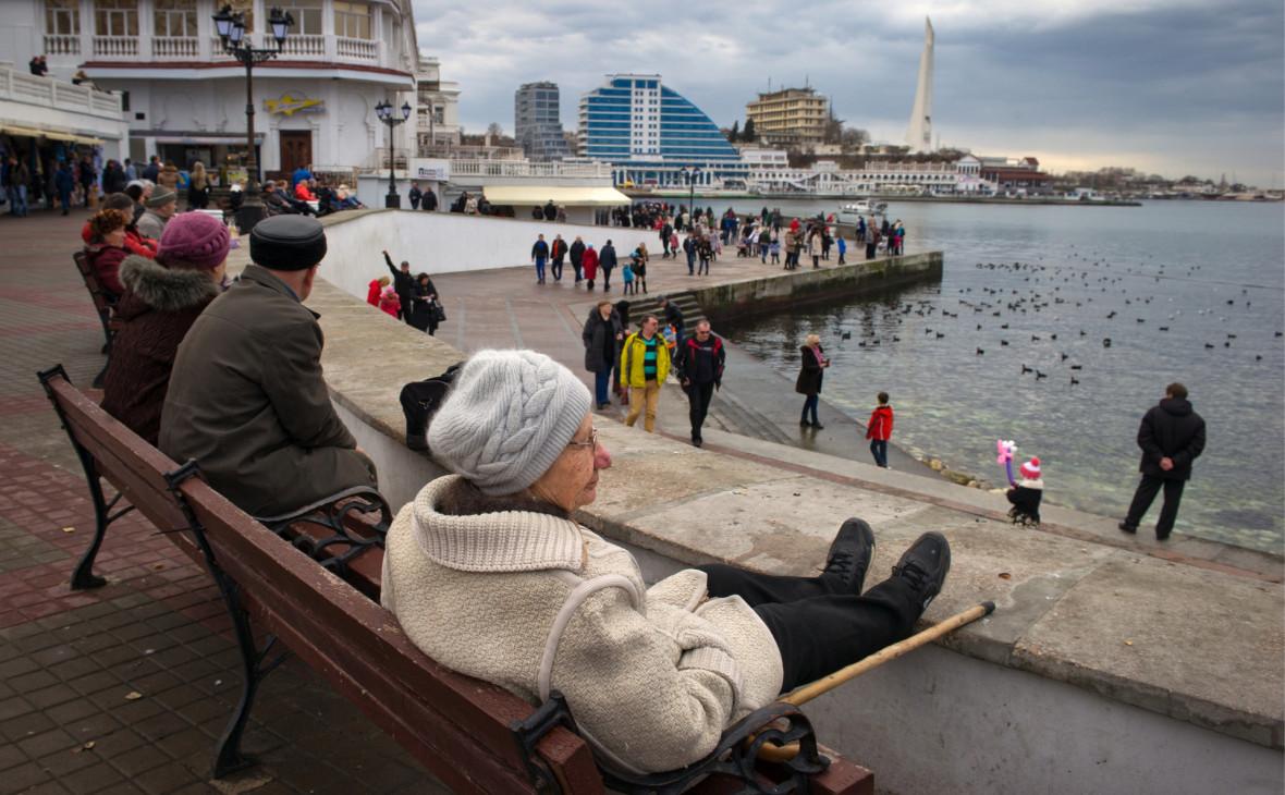 Жители Севастополя остались без зарплат и пенсий из-за сбоя