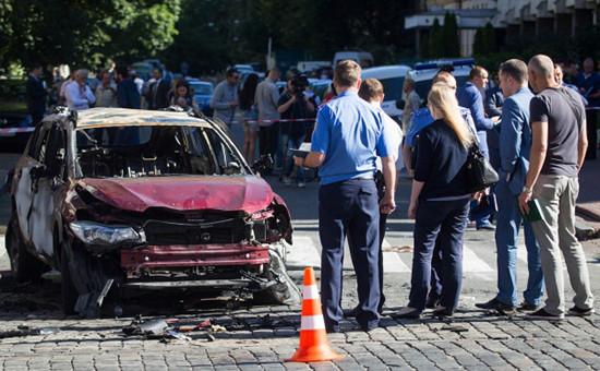 На месте взрыва автомобиля, зарулем которого находился Павел Шеремет. 20 июля 2016 года