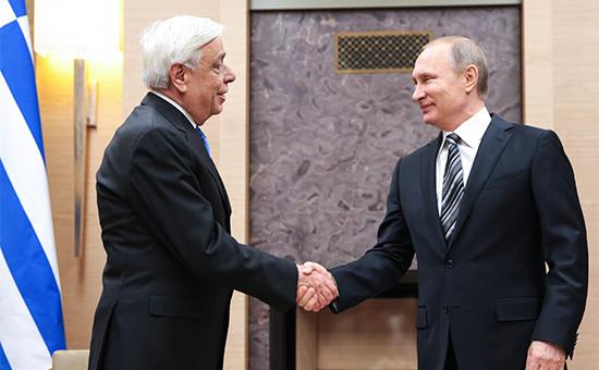 Президент Греции Прокопис Павлопулос и президент РФ Владимир Путин (слева направо) во время встречи в резиденции Ново-Огарево, 15 января 2016 года