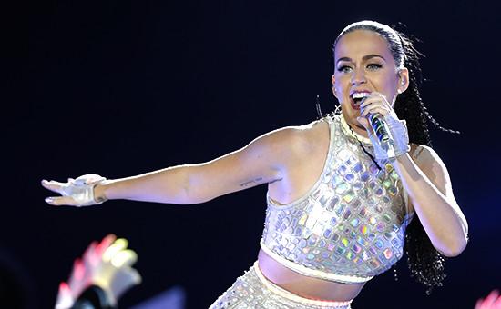 Певица Кэти Перриво времявыступления на фестивале в Рио-де-Жанейро