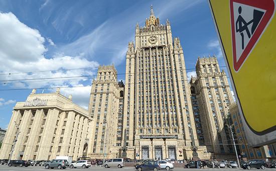Вид наздание Министерства иностранных дел РФ (МИД) наСмоленской площади
