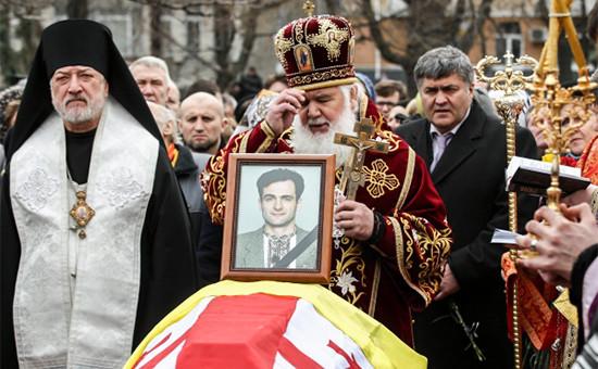 Похороны журналиста Георгия Гонгадзе на территории церкви Николая Набережного в Киеве