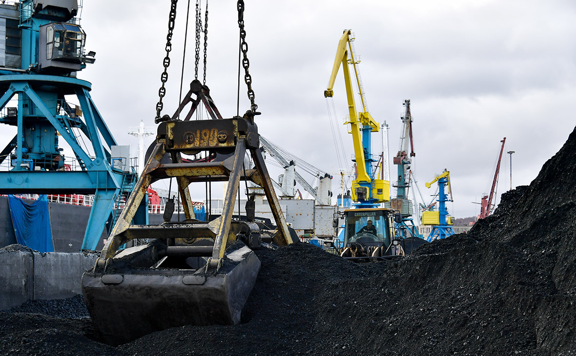 Перевалка угля впорту Ванино