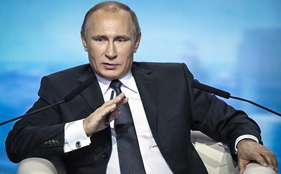 Президент России Владимир Путин на пленарном заседании второго Форума действий Общероссийского народного фронта в Москве