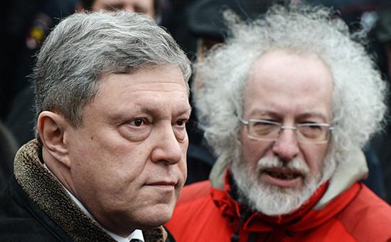 Основатель «Яблока» Григорий Явлинский (слева) иглавный редактор «Эха Москвы» Алексей Венедиктов
