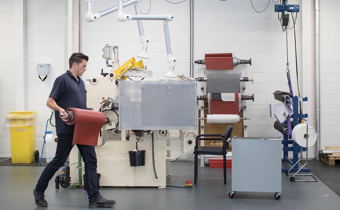 Производство синтетической кожи для автомобилей Tesla