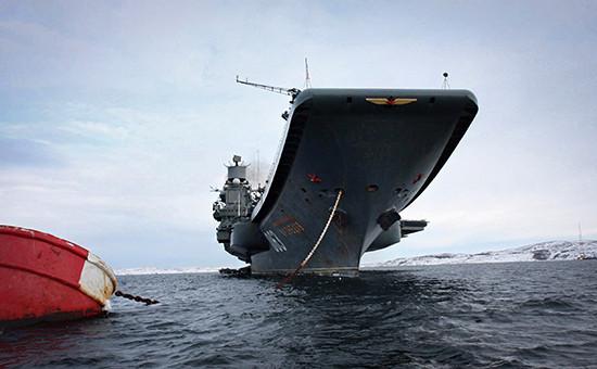 Тяжелый авианесущий крейсер «Адмирал Кузнецов» нарейде впорту Североморска