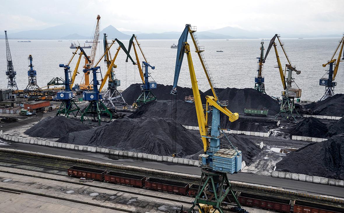 Вид наНаходкинский морской порт