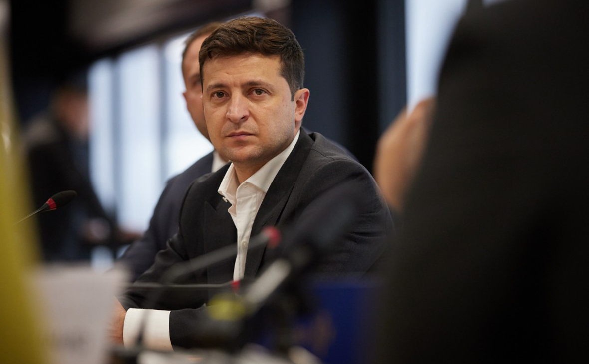 Зеленский заявил о заговоре олигархов после решения Конституционного суда