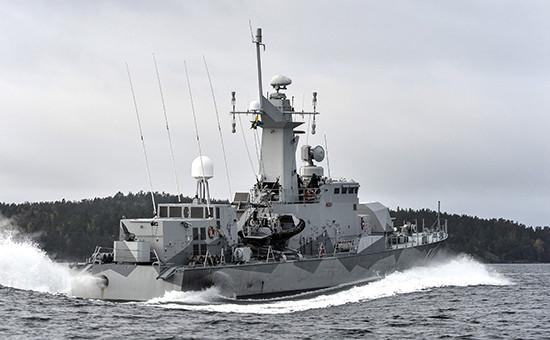 Шведский военный корабль на патрульном рейде в водах Стокгольмского архипелага в поисках неопознанной субмарины.Фото: октябрь, 2014