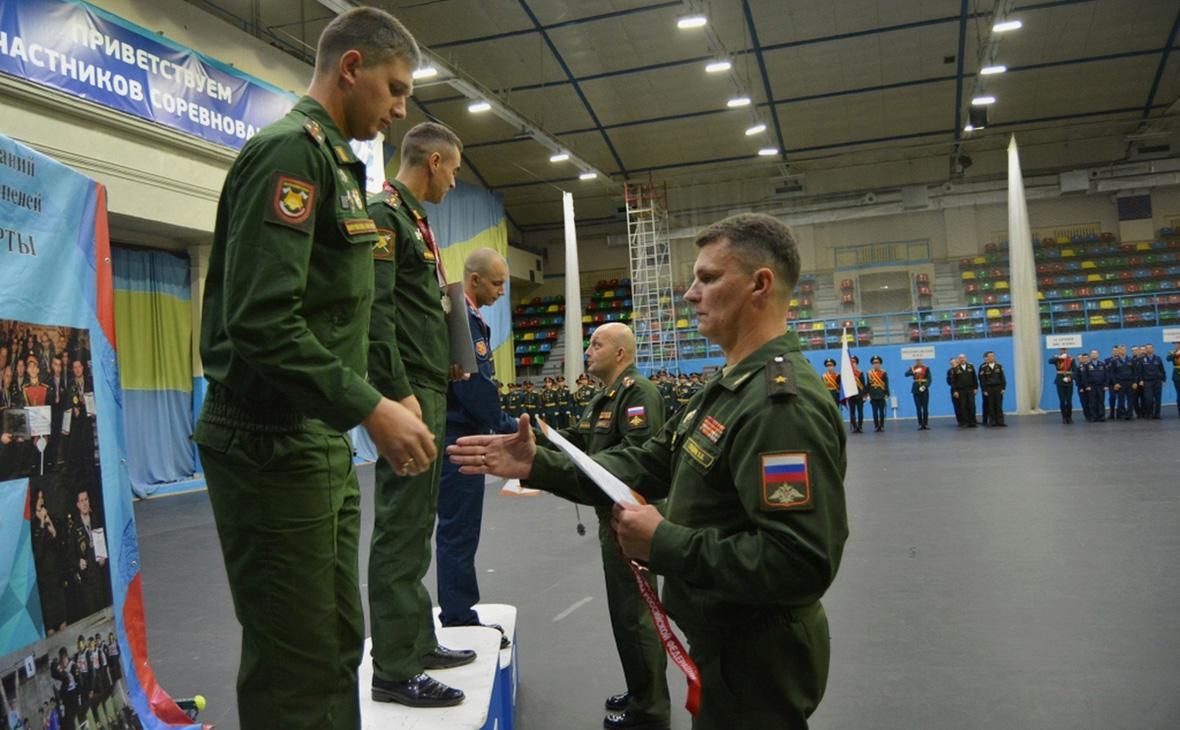 Вячеслав Гладких (справа)