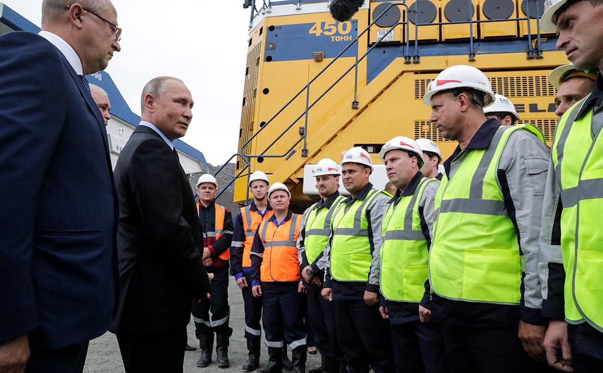 Владимир Путин во время встречи с рабочими угольного разреза «Черниговец»