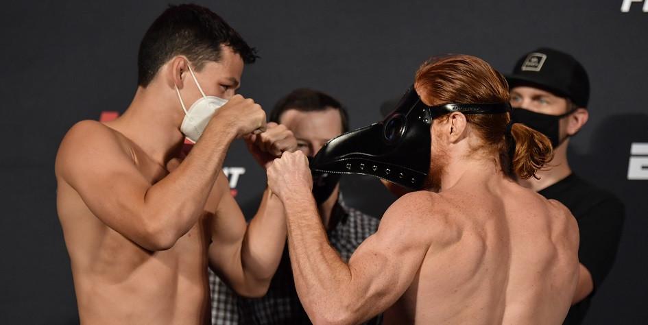 Бойцы UFC Спайк Карлайл (справа) и Билли Коранталло