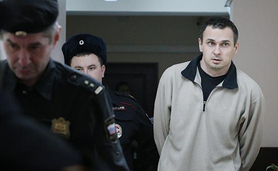 Украинский режиссер Олег Сенцов (справа)