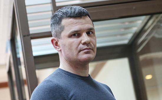 Владелец аэропорта Домодедово Дмитрий Каменщик, обвиняемый поделу отеракте вДомодедово вянваре 2011 года, вовремя рассмотрения вопроса озаконности ареста вМосгорсуде, март 2016 года  