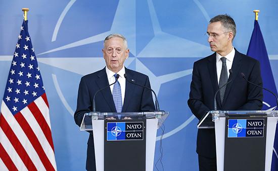 Джеймс Мэттис иЙенс Столтенберг(слева направо)