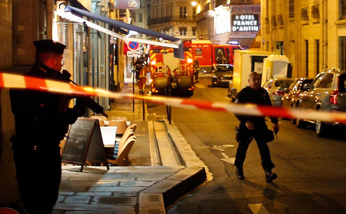 Полицейские на месте нападения в Париже