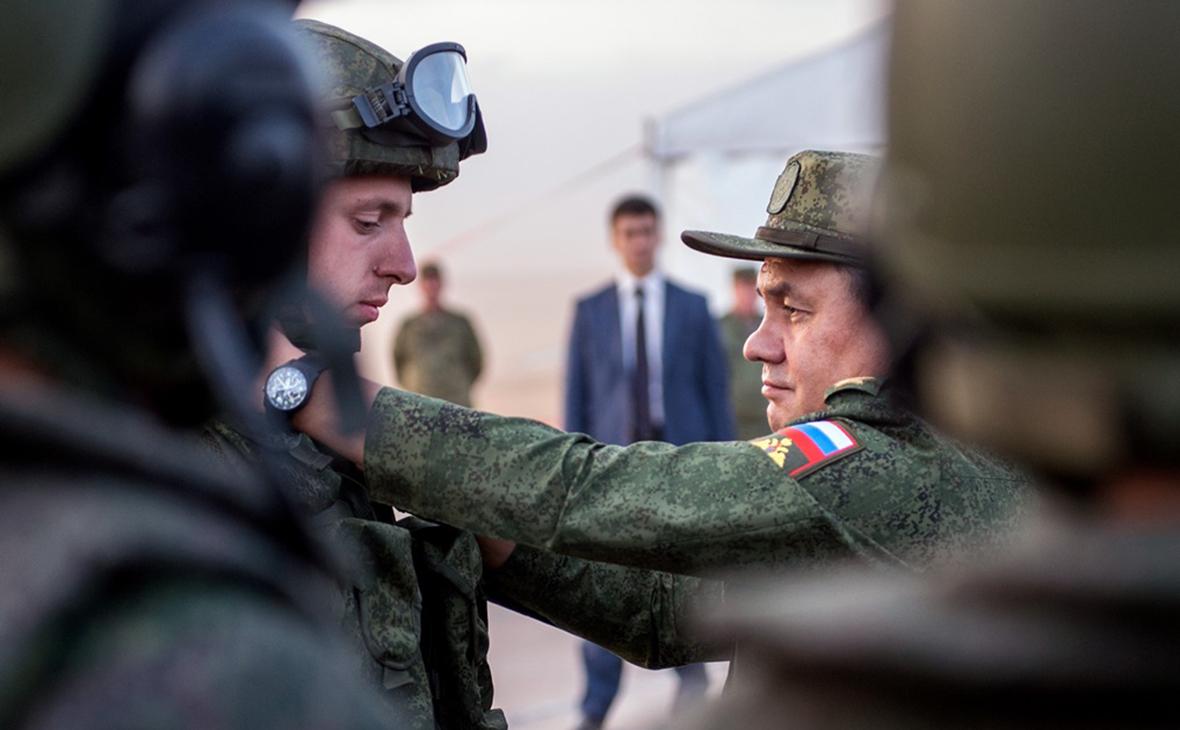 Сергей Шойгу (справа)
