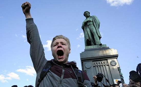 Участник акции протеста против коррупции в Москве. 26 марта 2017 года