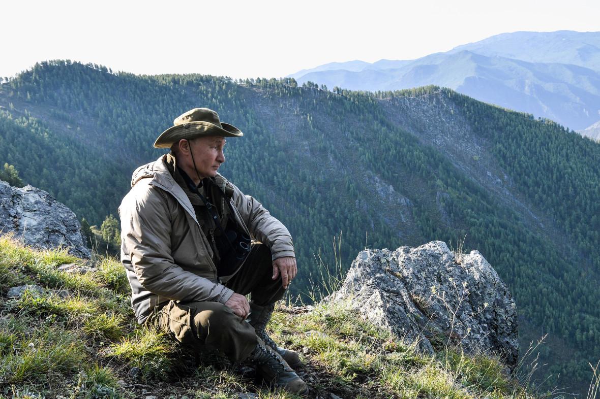 О том, что прошедшие выходные президент провел на отдыхе в Туве, рассказал его пресс-секретарь Дмитрий Песков. «Походил по горам, полюбовался красотами. Это был туризм такой, ябы сказал, видовой, природный туризм», — объяснил он