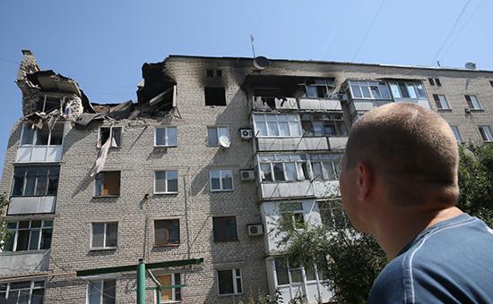 Жилой дом, пострадавший в результате артобстрела поселкаМарьинка, 2014 год