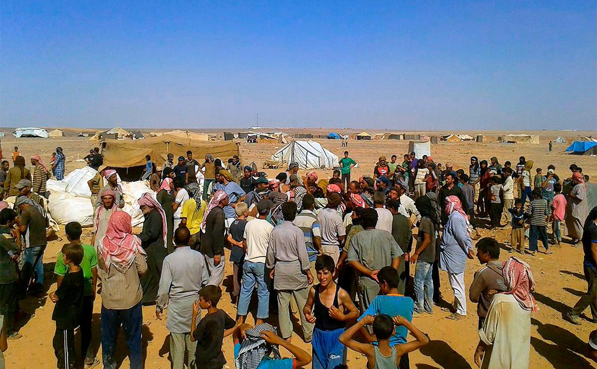Сирийские беженцы в лагере Рукбан