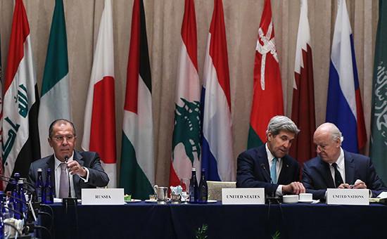 Глава МИД РФ Сергей Лавров, госсекретарь США Джон Керри и спецпосланник ООН по Сирии Стаффан де Мистура (слева направо)