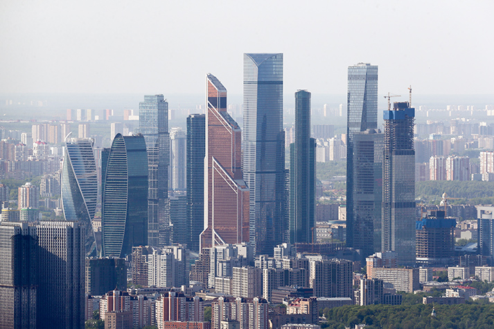 Вид на «Москва-Сити» со смотровой площадки Останкинской телебашни