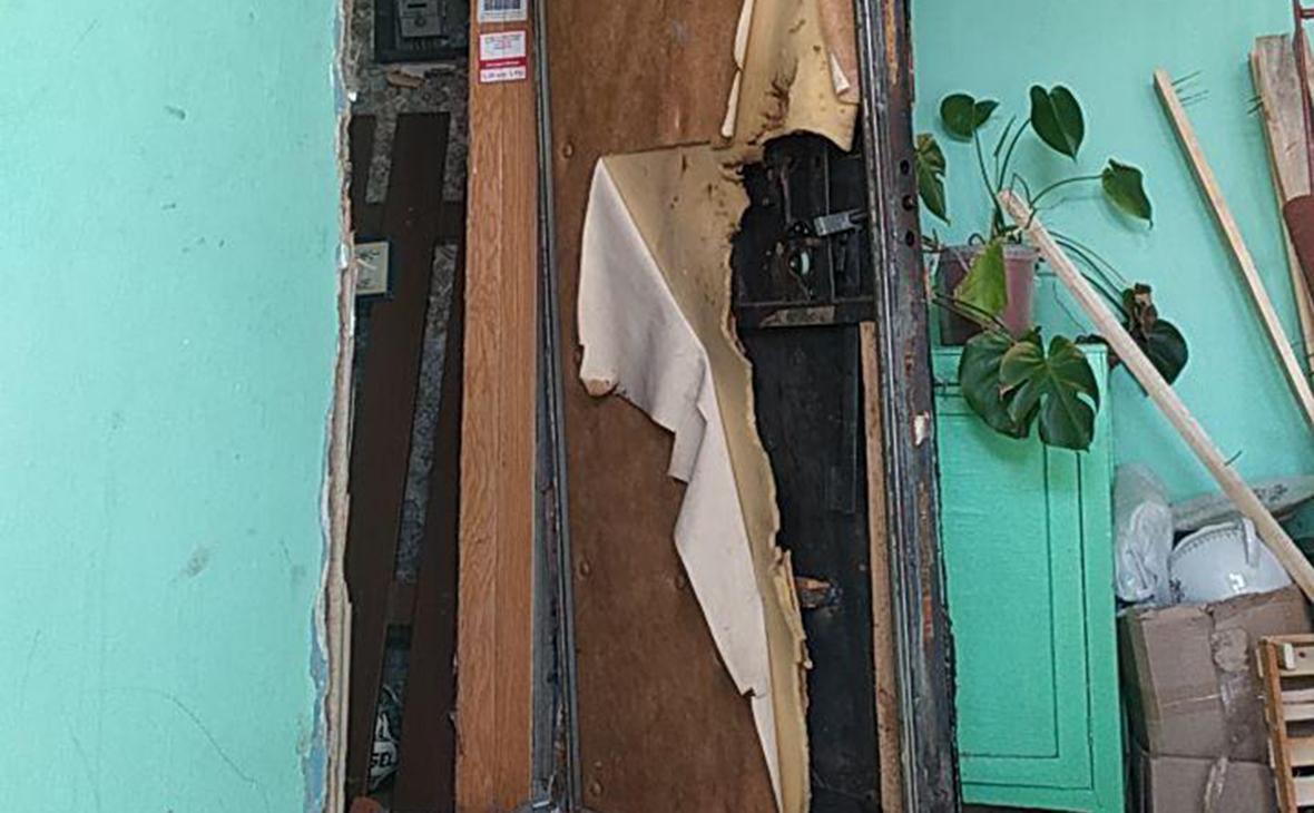 Дверь в штаб АНС после обыска