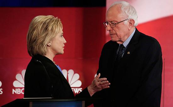 Кандидаты впрезиденты США Хиллари Клинтон (слева) иее ближайший конкурент Берни Сандерс. Архивное фото