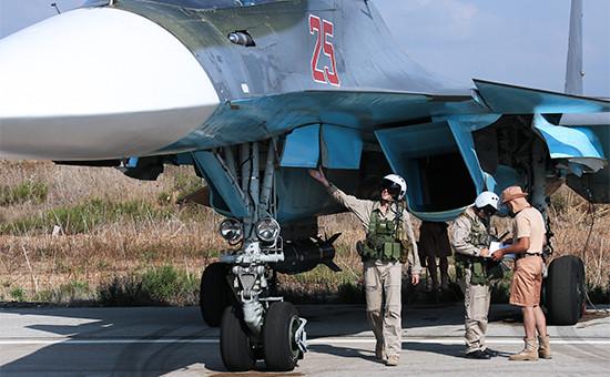 Российские пилоты самолета Су-34 на авиабазе Хмеймим