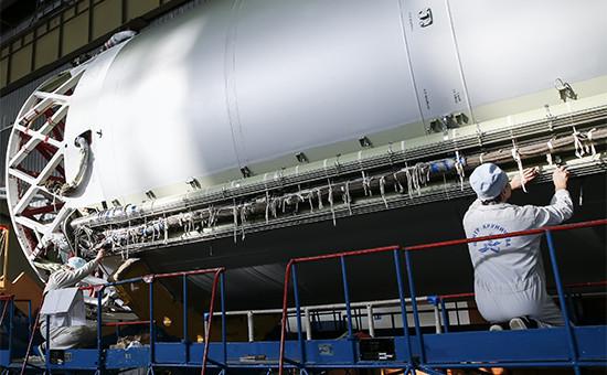 В цехе сборки ракет-носителей «Протон» Центраим.М.В. Хруничева