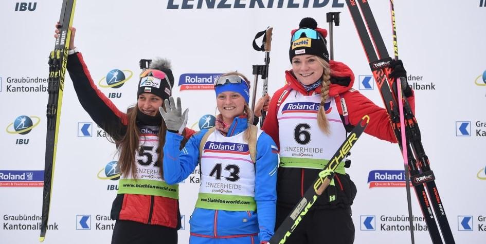 Биатлонистка Анастасия Халиуллина (по центру)