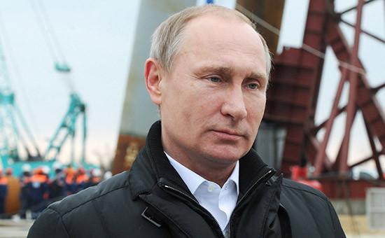 Президент России Владимир Путин настроительной площадке транспортного перехода черезКерченский пролив наострове Тузла