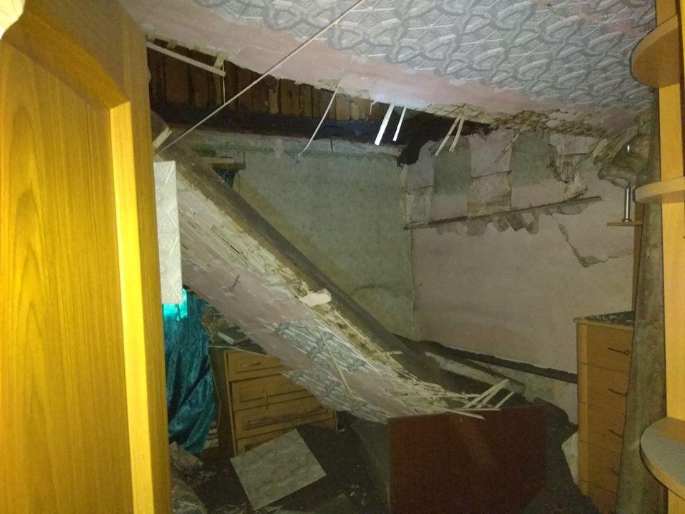 Обвалившийся потолок дома по ул. Путейцева, 4
