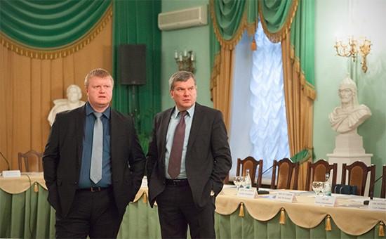 Роман Любарский (слева)