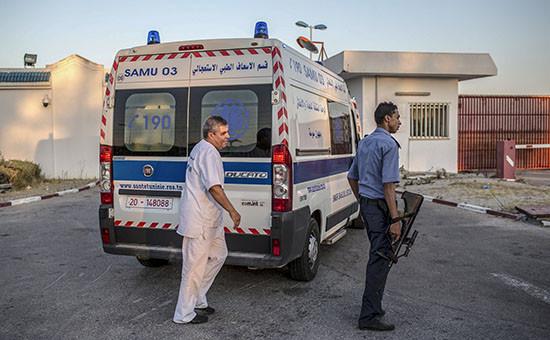 Сотрудники полиции и скорой помощи Туниса