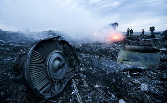 На месте падения пассажирского самолета «Малайзийских авиалиний» Boeing 777 в Донбассе. Архивное фото
