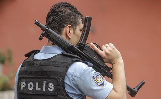 Полицейский в Стамбуле. Архивное фото