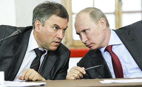 Первый замглавы администрации президента Вячеслав Володин и президент РФ Владимир Путин (слева направо)