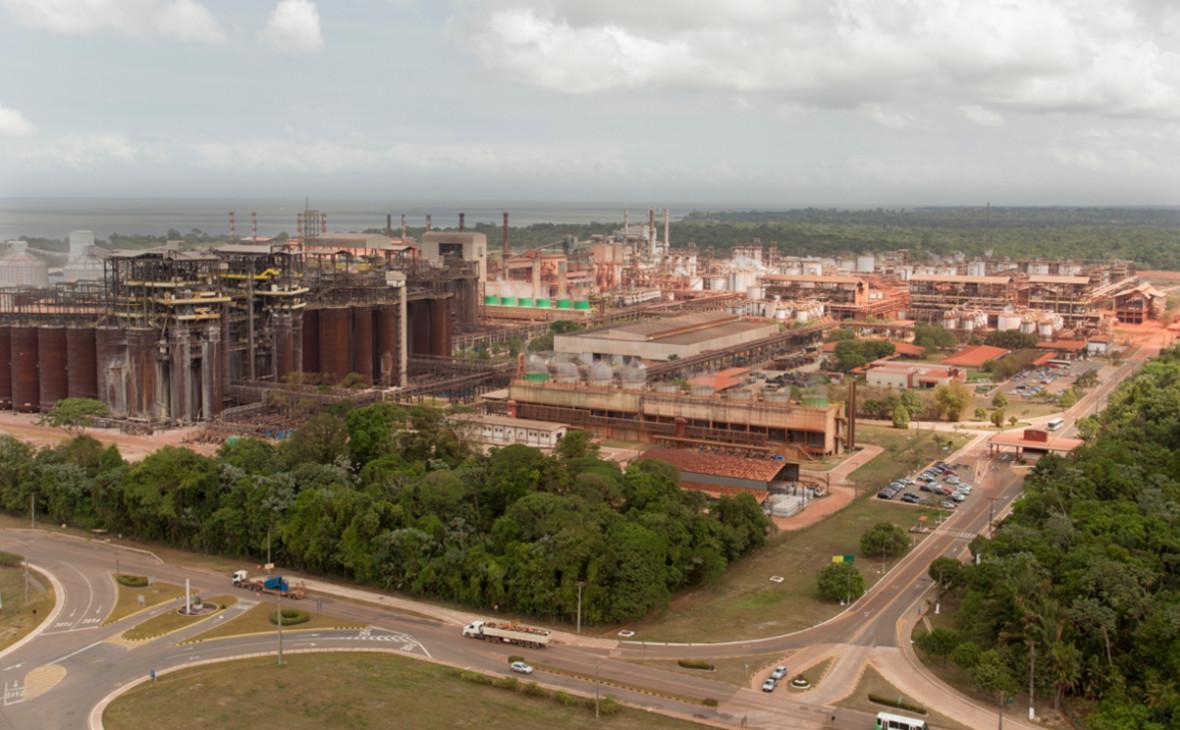 Завод Alunorte в городе Баркарена на севере Бразилии