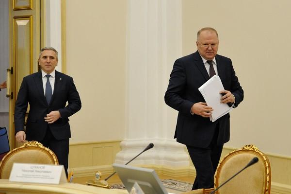 Полпред президента РФ в УрФО Николай Цуканов (справа) и глава Тюменской области Александр Моор