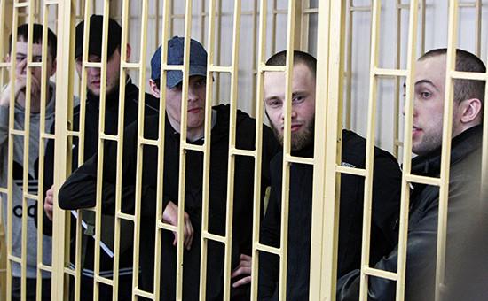 Участники банды «приморских партизан» взале Приморского краевого суда воВладивостоке. Апрель 2014 года