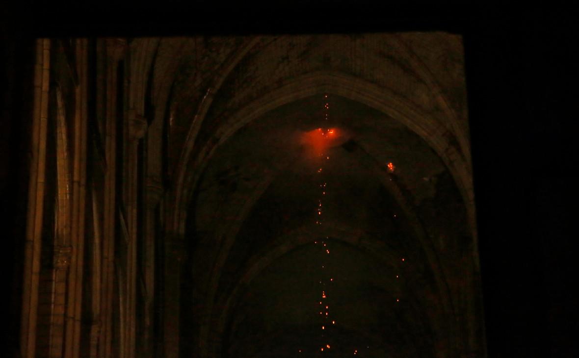 Власти заявили о ликвидации пожара в соборе Парижской Богоматери