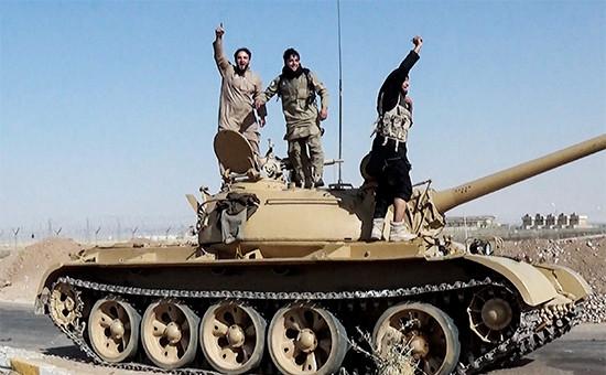 Боевики запрещенной вРоссии террористической группировки «Исламское государство» всирийской Ракке
