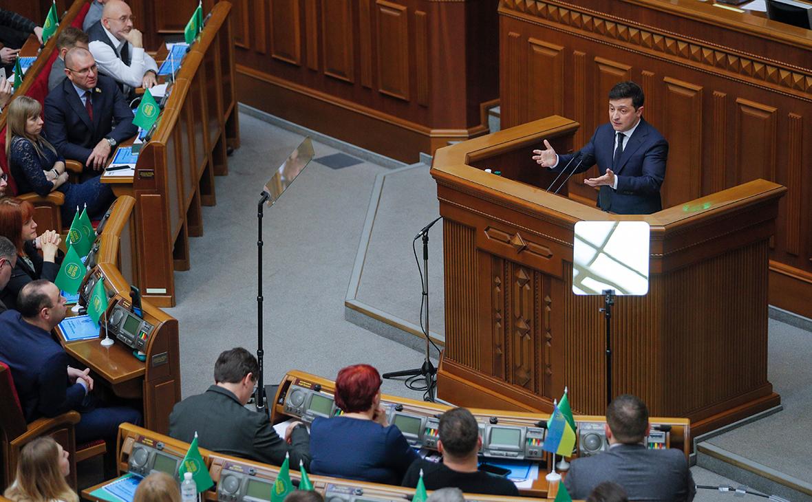 Владимир Зеленский во время внеочередного заседания Верховной рады