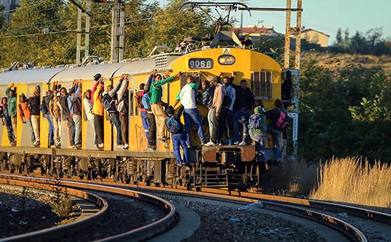 Пассажирский поезд в пригороде Йоханнесбурга  Архивное фото